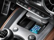 Audi TT Interior photo center tunnel with attached smartphone 123