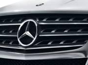 Mercedes Benz M Class exterior photo grille 097