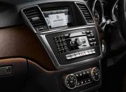 Mercedes Benz M Class interior photo center console 055
