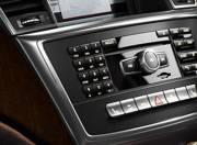 Mercedes Benz M Class interior photo infotainment stytem 057