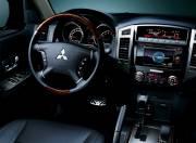 Mitsubishi Montero image interior slide 01