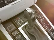 Porsche Macan Interior photo gear shifter 087