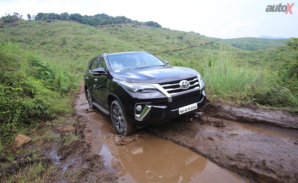 Toyota Fortuner Images, Fortuner Interior & Exterior Photo