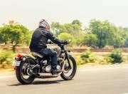Triumph Bonneville Bobber rear motion
