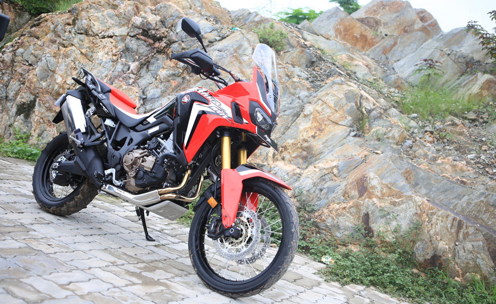 2017 honda africa twin photos pictures image gallery autox. Black Bedroom Furniture Sets. Home Design Ideas