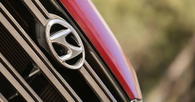 Hyundai Tucson Exterior Logo 642x336 642x336