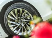 2018 Lexus ES 300h image alloy wheel