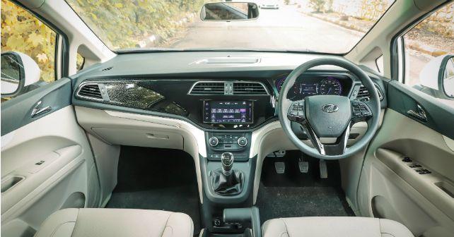 Mahindra Marazzo Interior Dashboard M