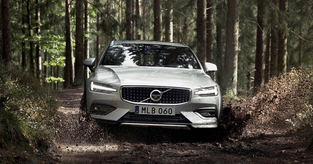 New Volvo V60 Cross Country Exterior Front Dynamic