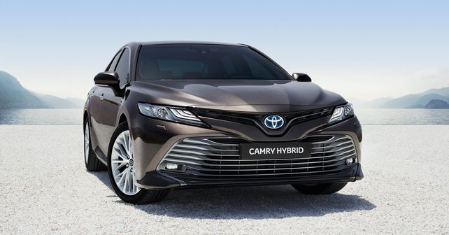 2019 Toyota Camry Hybrid front