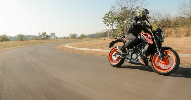KTM 125 Duke First Ride