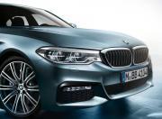 BMW 5 Series exterior image 4