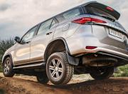 Toyota Fortuner wheel articulation