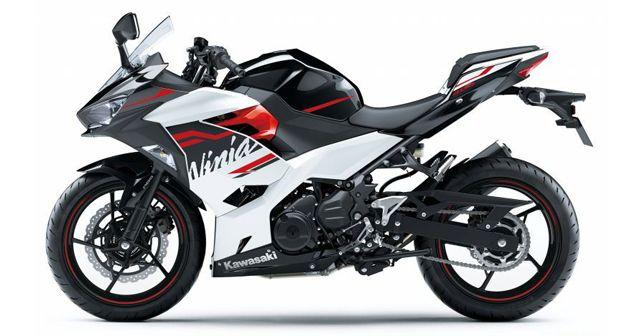 2020 Kawasaki Ninja 400 Pearl Blizzard White & Metallic Spark Black