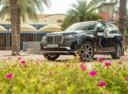 bmw x7 front three quarter