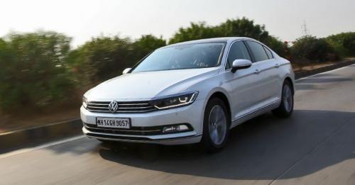 2017 Volkswagen Passat Front Motion 22