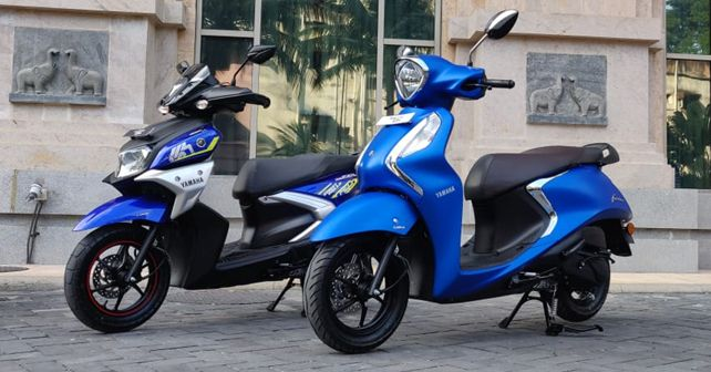 Yamaha Fascino 125 FI And Ray ZR Street Rally 125 FI Side View