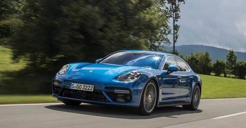 2017 Porsche Panamera Motion Dynamic
