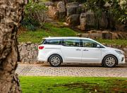 kia carnival image side profile
