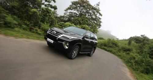 Toyota Fortuner Exterior Photo Front Three Quarter Motion 2