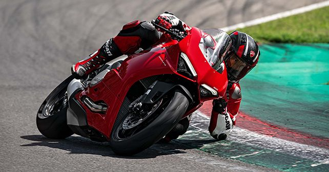 2020 Ducati Panigale V2 In Action