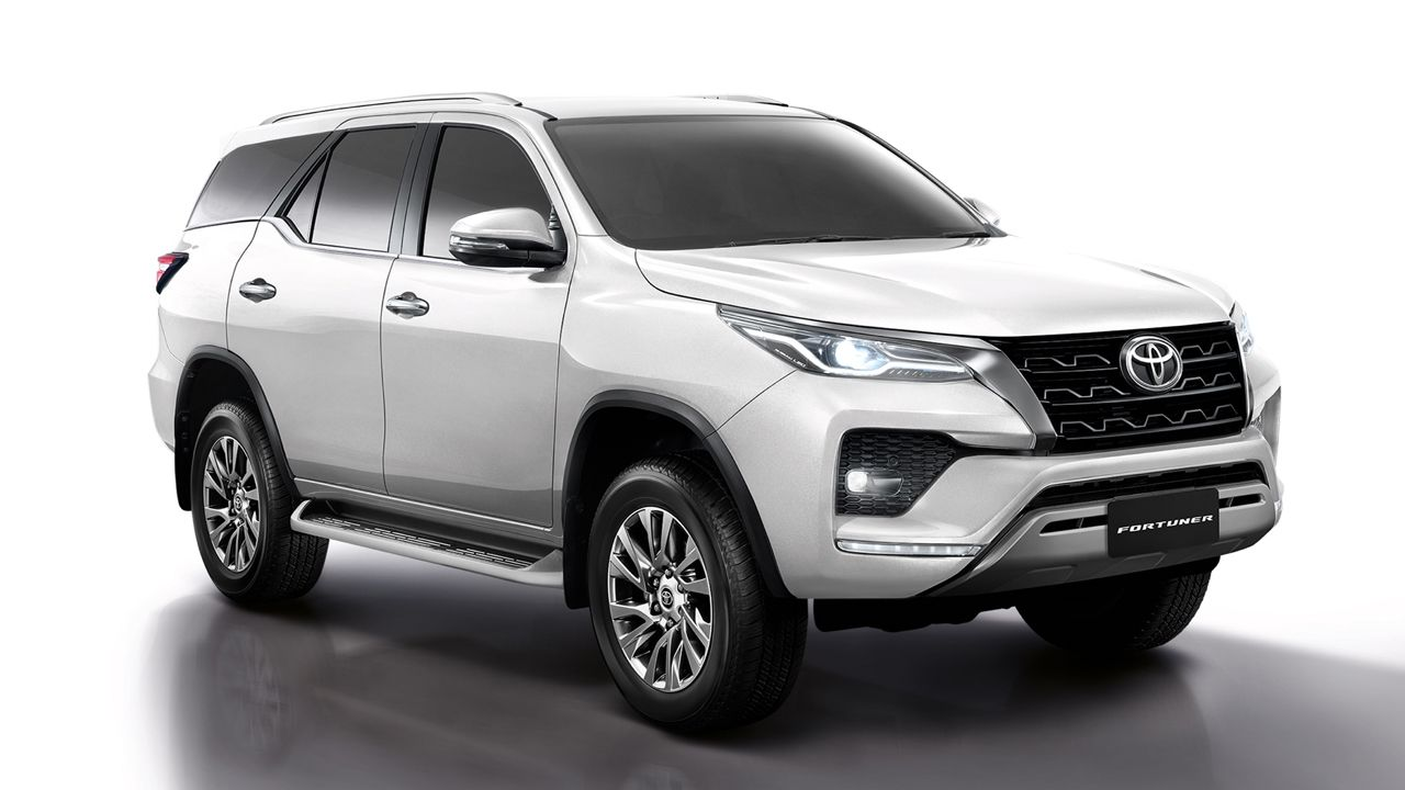 2021 Toyota Fortuner Facelift Base Model in White1