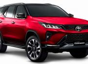 Toyota Fortuner Facelift Legender in Red1