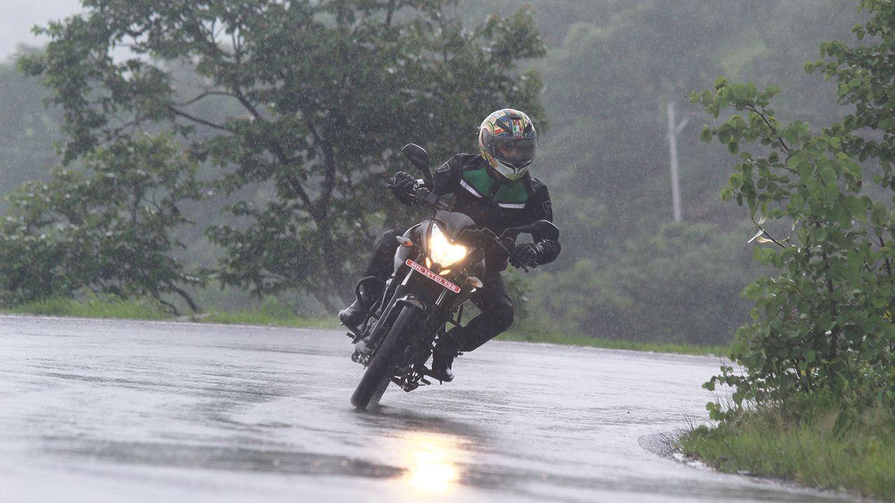 Tips To Ride In Monsoon Bajaj Pulsar Ns 160