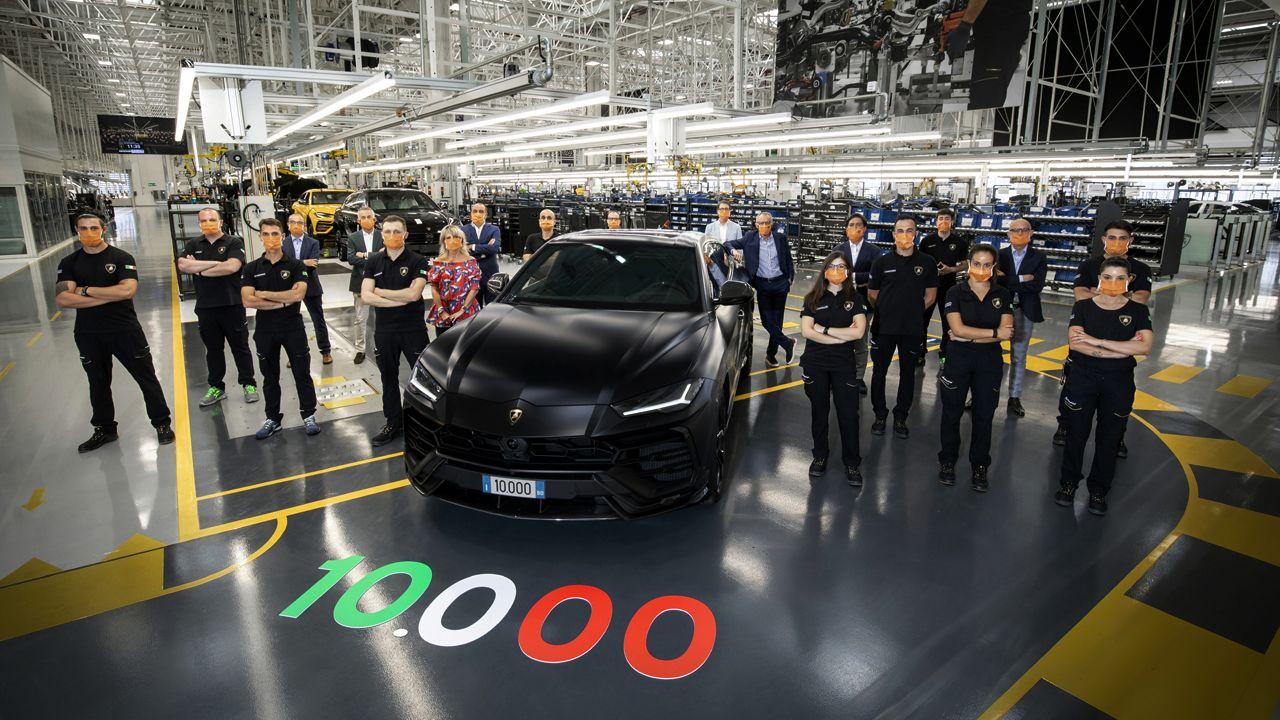 10 000th Lamborghini Urus Rolls Off The Production Line
