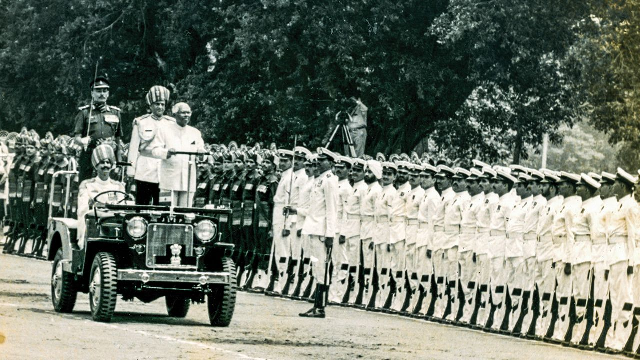 President R Venkataraman Being Accorded A Tri Services Guard Of Honour At Rashtrapati Bhavan At The Conclusion Of His Term