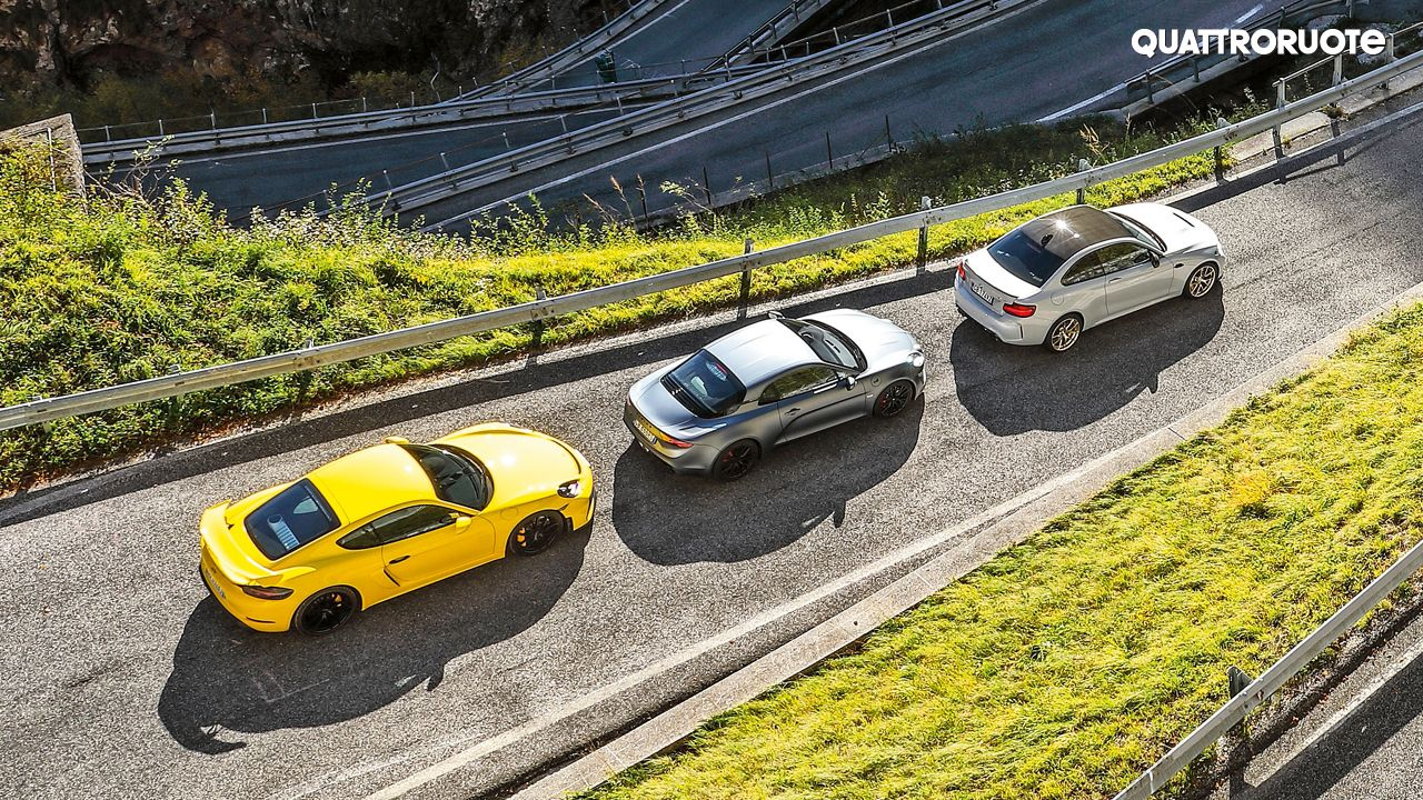 Porsche 718 Cayman GT4 vs Alpine A 110 S vs BMW M2 CS Top View