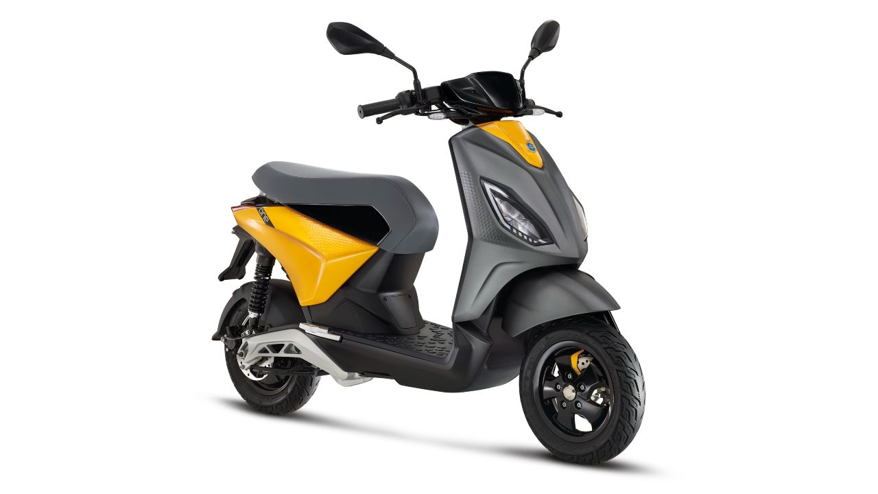 Piaggio ONE Electric Scooter Previewed