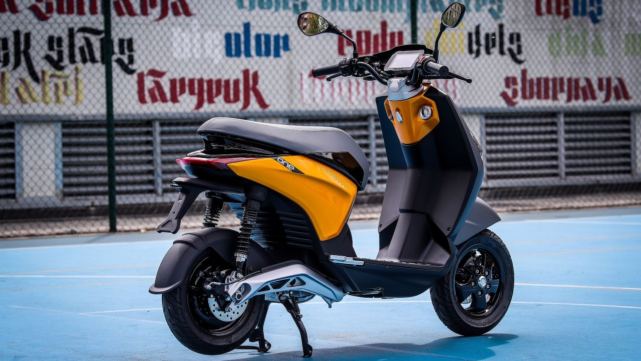 Piaggio ONE Electric Scooter Previewed 2