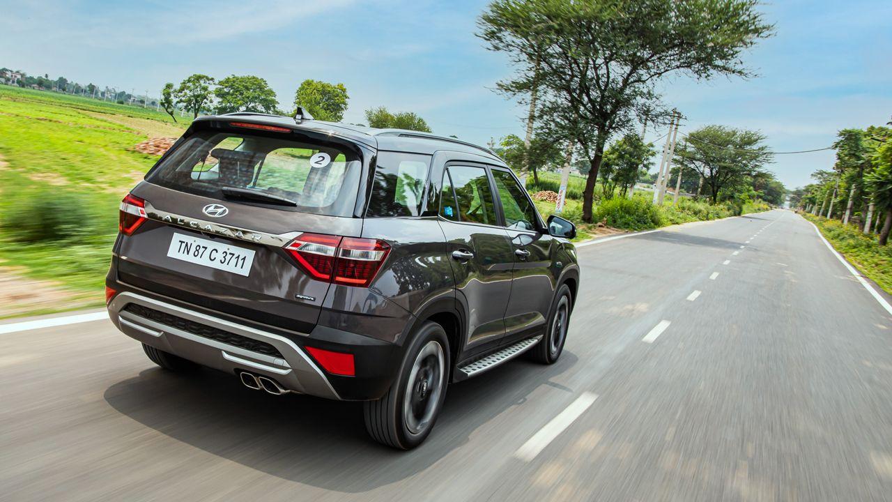 Hyundai Alcazar Rear Quarter Motion