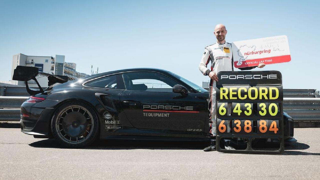 Porsche 911 GT2 Side Profile Static Shot