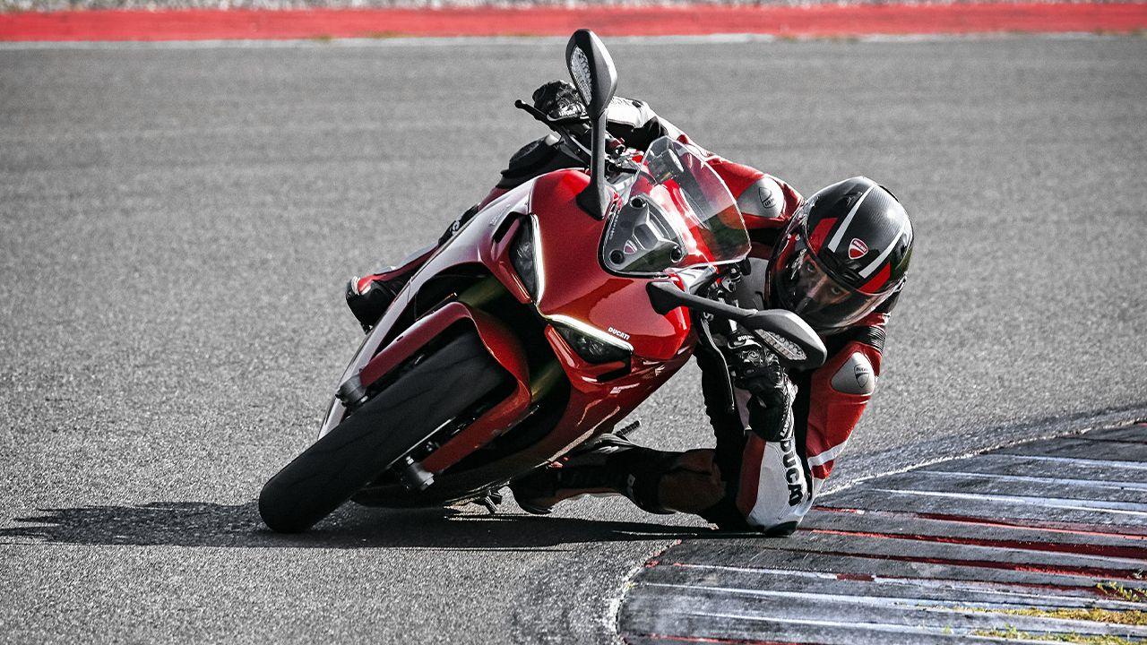 2021 Ducati Supersport 950 Left Corner Shot Action