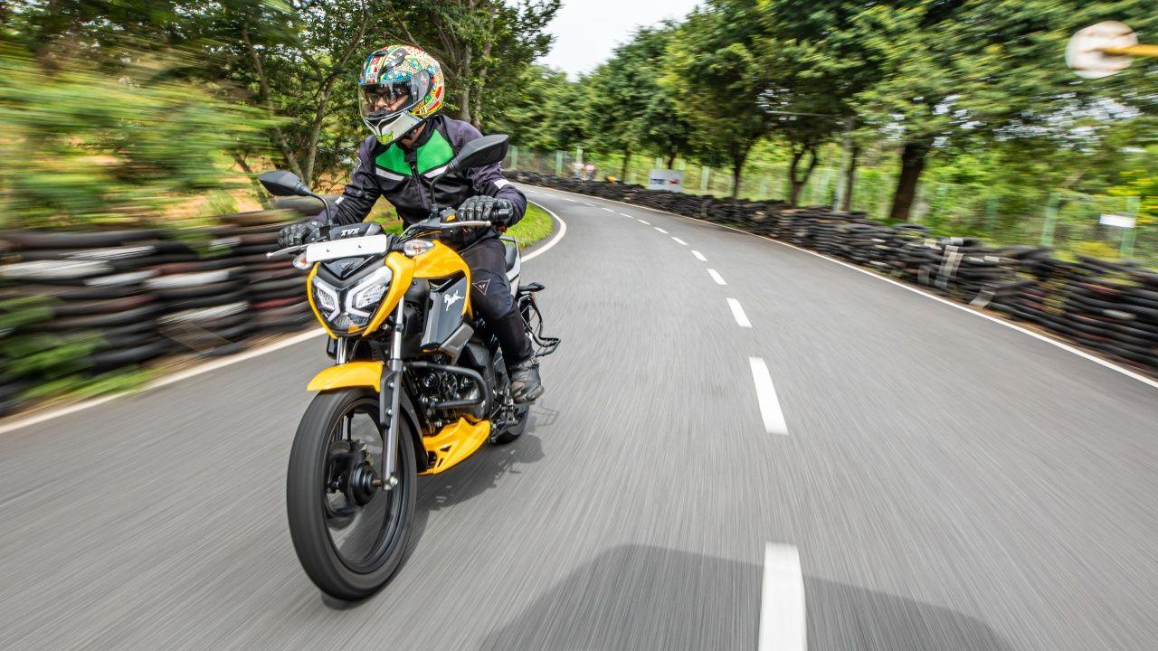 2021 Tvs Raider 125 First Ride Action
